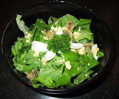 Quail egg salad with champignons